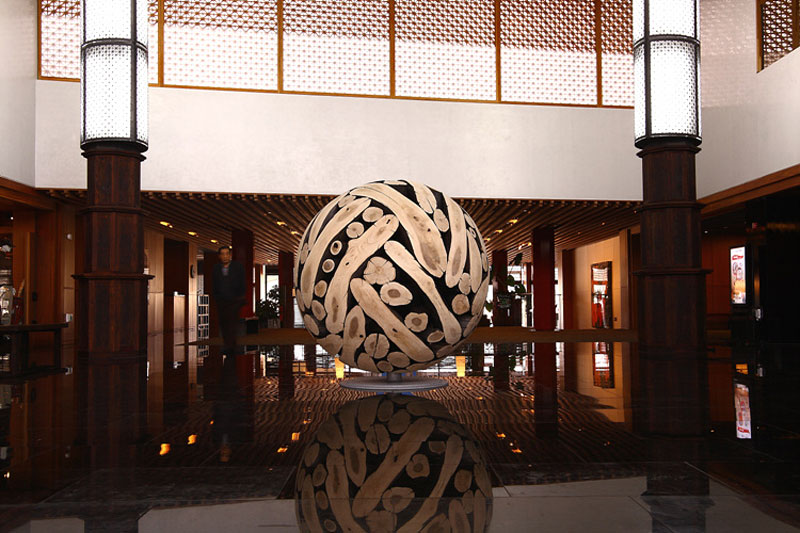 giant wooden spheres lee jae hyo sculptures 10 Colossal Wooden Spheres Made from Interlocking Wood