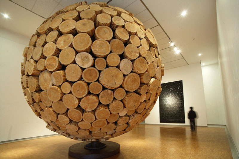 giant wooden spheres lee jae hyo sculptures 6 Colossal Wooden Spheres Made from Interlocking Wood