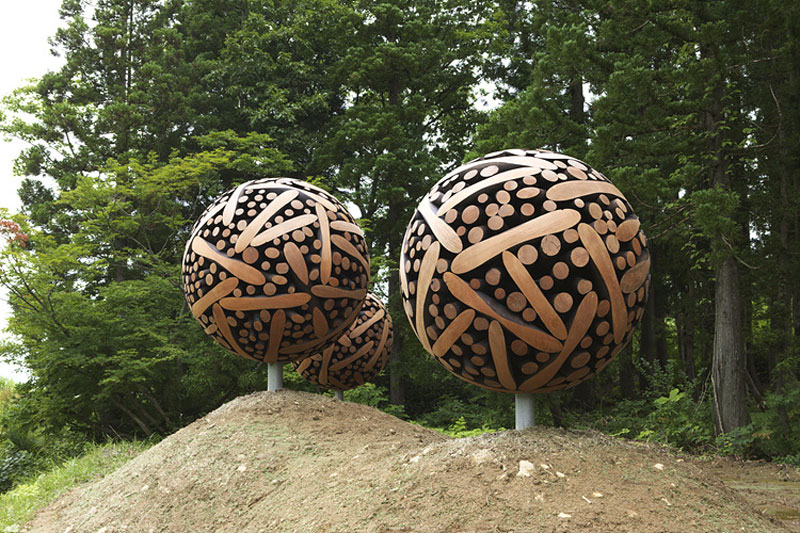 giant wooden spheres lee jae hyo sculptures 9 Colossal Wooden Spheres Made from Interlocking Wood