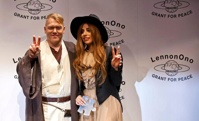 jon gnarr mayor of reykjavik with lady gaga 12 Reasons Why Jon Gnarr is the Worlds Most Interesting Mayor
