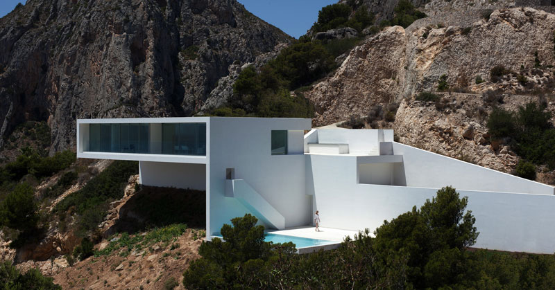 A Cliffside Home Overlooking theMediterranean
