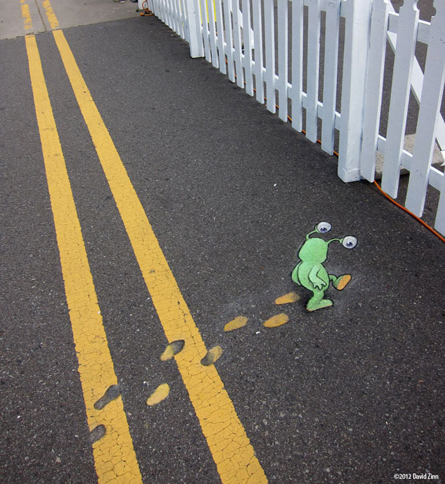 paintfoot sluggo by david zinn The Incredible 3D Chalk Art of David Zinn