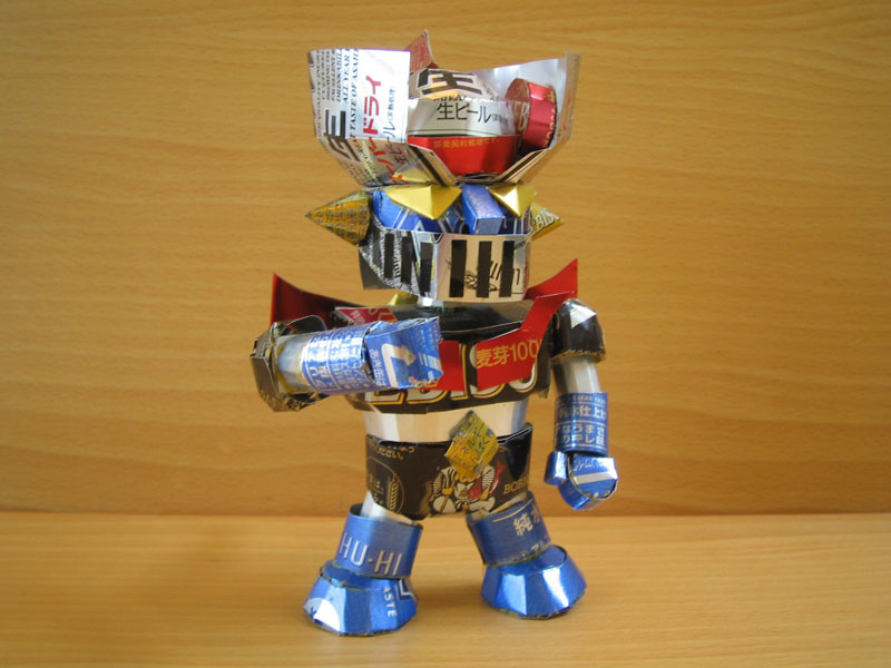 robot sculpture made from aluminum cans japanese artist makaon