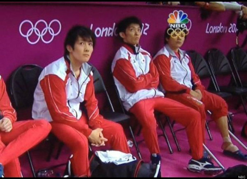 2012 olympics perfectly timed graphic overlay oympic ring glasses The Most Perfectly Timed Graphic Overlays in Sports