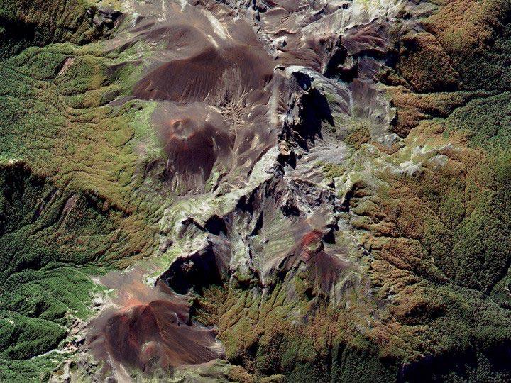 Chile-4-02-12 Andes,-Puntiagudo-Cordón-Cenizos-volcanic-chain digitalglobe satellite image