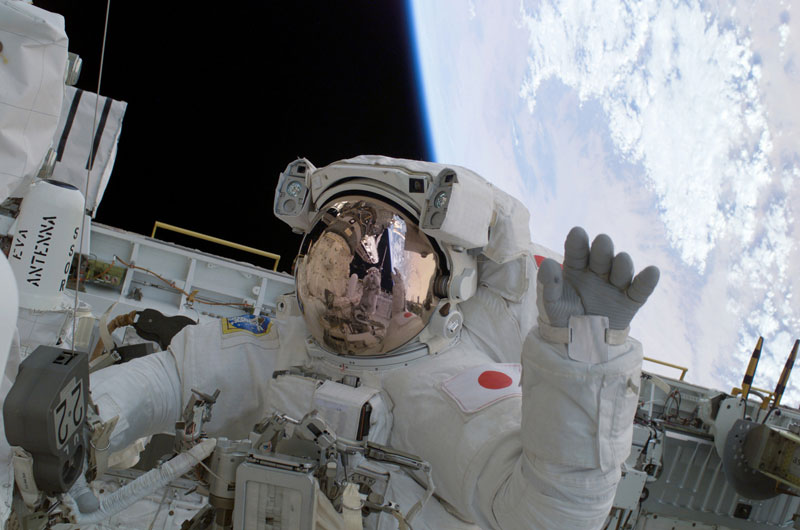 greetings earthlings waving astronaut in space Picture of the Day: Greetings Earthlings