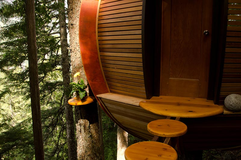 HemLoft secret treehouse hiding in the woods of whistler canada (4)