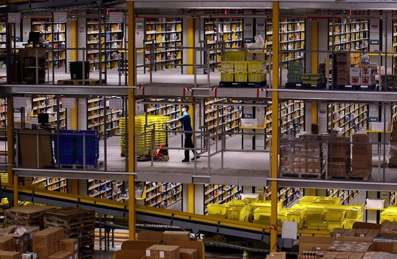 inside amazons chaotic storage warehouses 2 Inside Amazon's 'Chaotic Storage' Warehouses interesting cool amazon woow amazon warehouse amazon