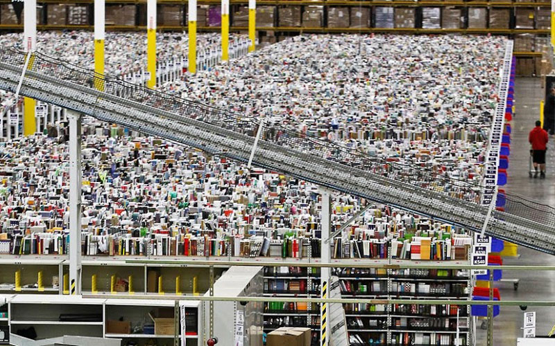 inside amazons chaotic storage warehouses 6 Inside Amazon's 'Chaotic Storage' Warehouses interesting cool amazon woow amazon warehouse amazon
