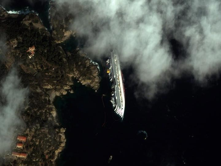 Italy-2-04-12-Costa-Concordia digitalglobe satellite image
