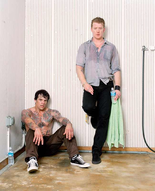 queens_of_the_stone_age-joey_castillo_and_josh_homme_the moment after the show matthias willi olivier joliat