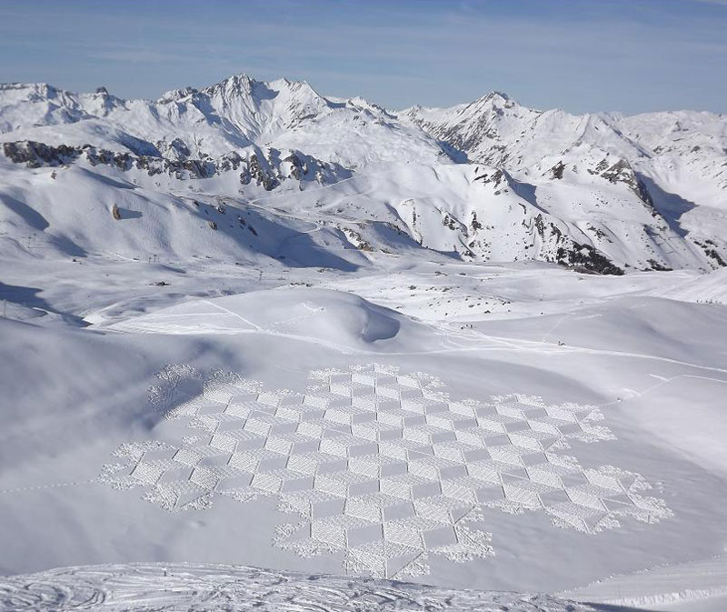 snowshoe land art simon beck 7 Artist Uses Rake to Create Incredible Works of Art on the Beach