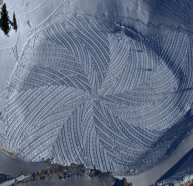 Colossal Snowshoe Art by Simon Beck «TwistedSifter