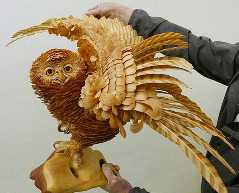 wood chip animal sculptures by sergei bobkov 3 Incredibly Lifelike Animals Made from Pipe Cleaners