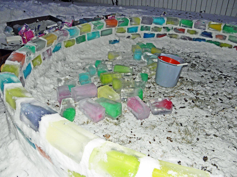 how to make rainbow colored igloo using milk cartons (4)