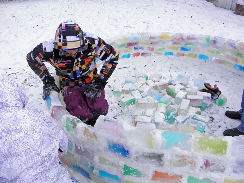 how to make rainbow colored igloo using milk cartons (6)
