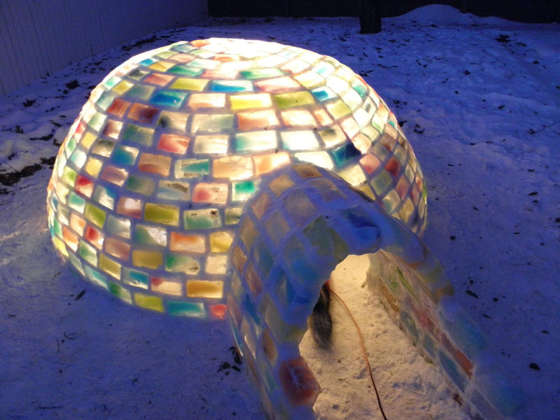 how to make rainbow colored igloo using milk cartons (8)