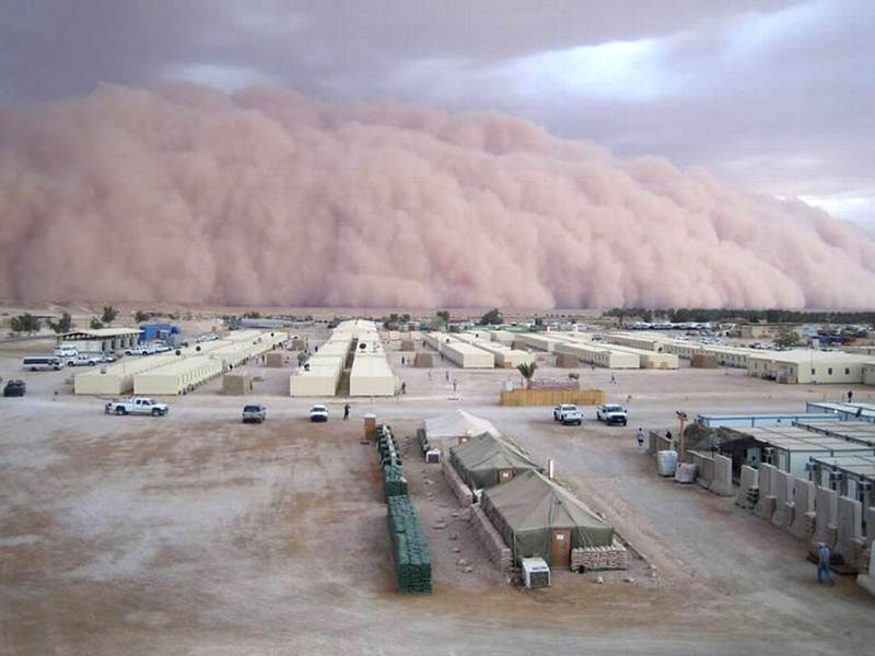 intense dust storm sandstorm iraq 15 Ominous Photos of Dust Storms