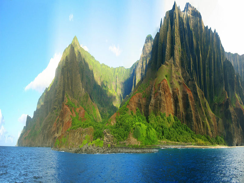 THE JAGGED CLIFFS OF NA PALI