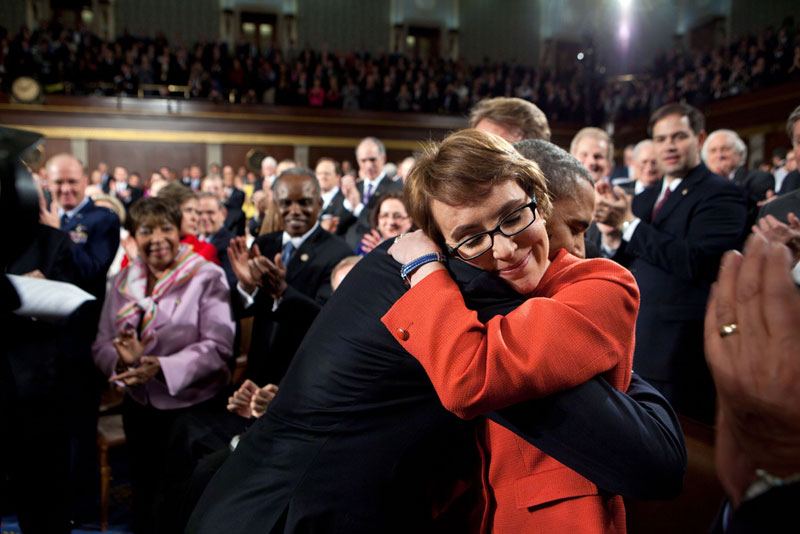 obama hugs gabrielle giffords