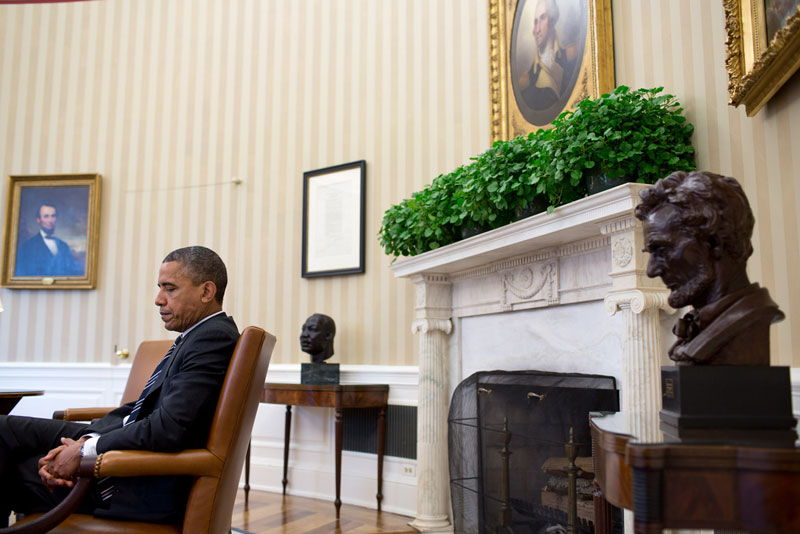 obama in the oval office