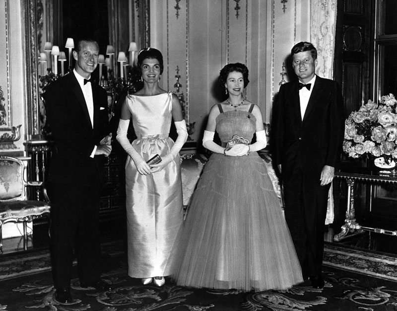 Queen_Elizabeth_and_Prince_Philip_host_Queen's_Dinner_for_President_john f and_jacqueline_kennedy