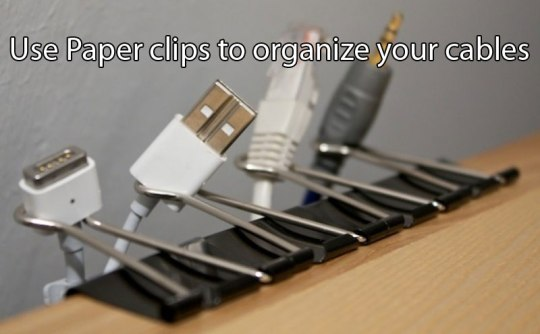 use-paper-clips-to-organize-your-cables-life-hack