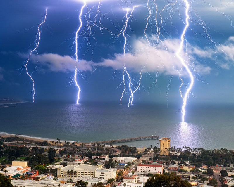 Picture of the Day: Long Exposure LightningStorm