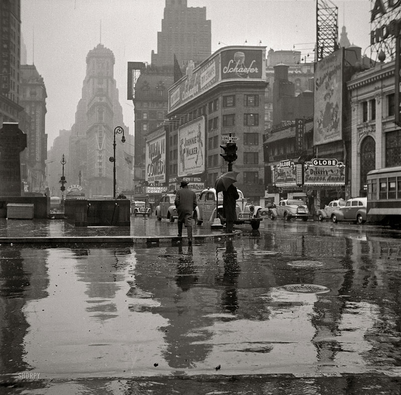 vintage-times-square-black-and-white-1943-new-york-city