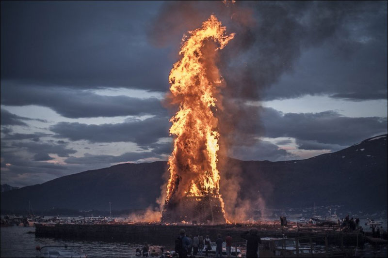 worlds biggest bonfire alesund norway sankthans slinningsbalet midsummer 4 This Triple Nave Stave Church in Borgund, Norway Looks Awesome