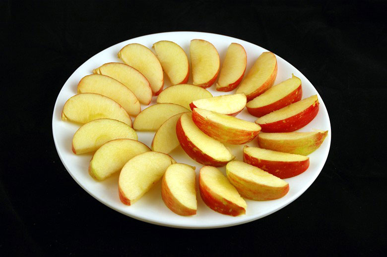 200 calories of apples 385 grams 13 What 200 Calories of Various Foods Looks Like