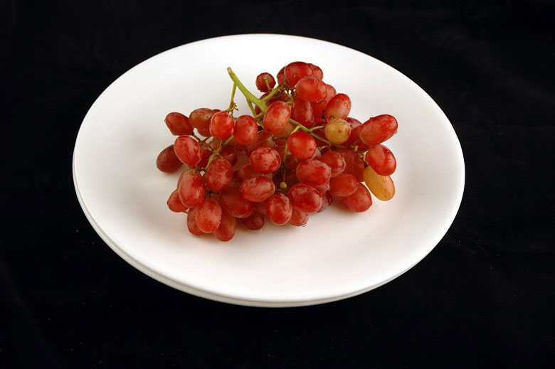 200 calories of grapes 290 grams 10 What 200 Calories of Various Foods Looks Like