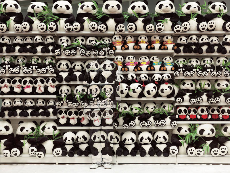 liu bolin art hi res hide in the city china camouflage painting (23)