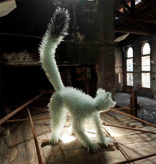 shattered glass animal sculpture marta klonowska Incredibly Lifelike Animals Made from Pipe Cleaners