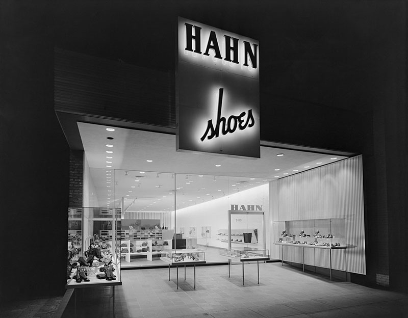Hahn-Shoe-Store,-Ketchum,-Washington,-DC,-1947-ezra-stoller