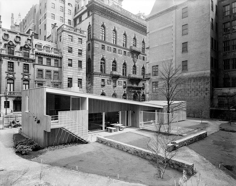 House-in-MoMA-Garden,-Marcel-Breuer,-New-York,-NY,-1949-ezra-stoller