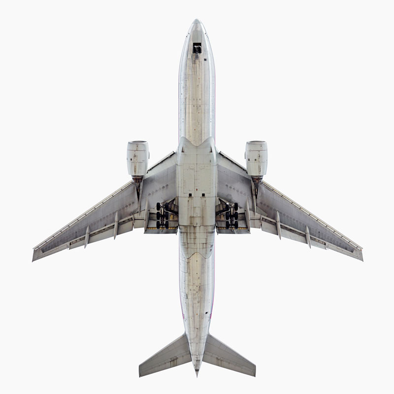 Jeffrey_Milstein_American_Airlines_Boeing_777_200_directly-overhad_smithsonian