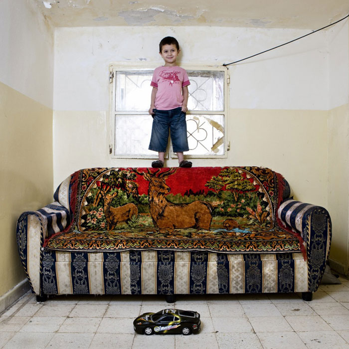 kids pose with their favourite childhood toys gabriele galimberti (15)