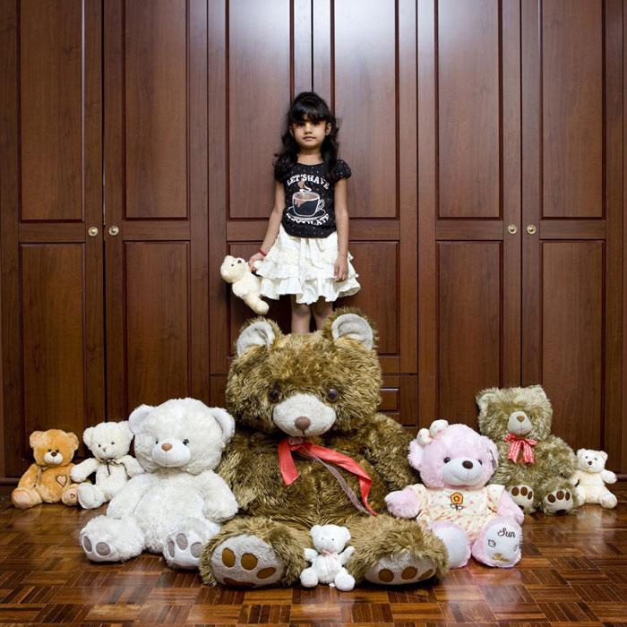 kids pose with their favourite childhood toys gabriele galimberti (20)