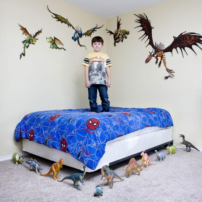 kids pose with their favourite childhood toys gabriele galimberti (9)
