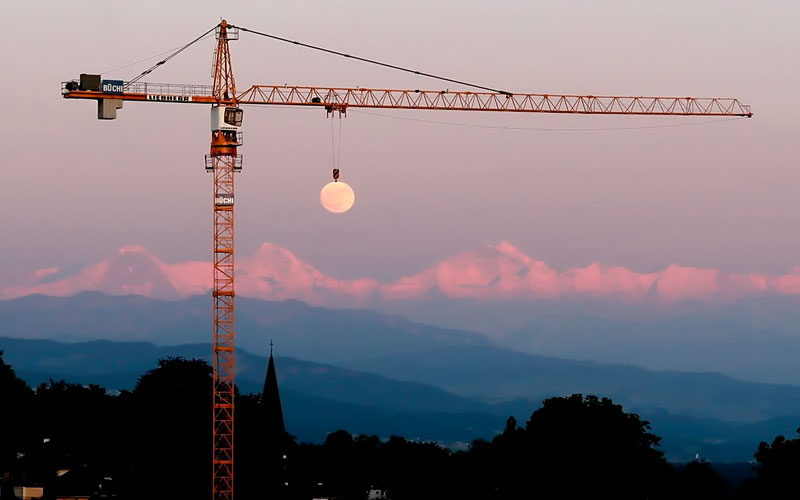 moon crane perfect timing
