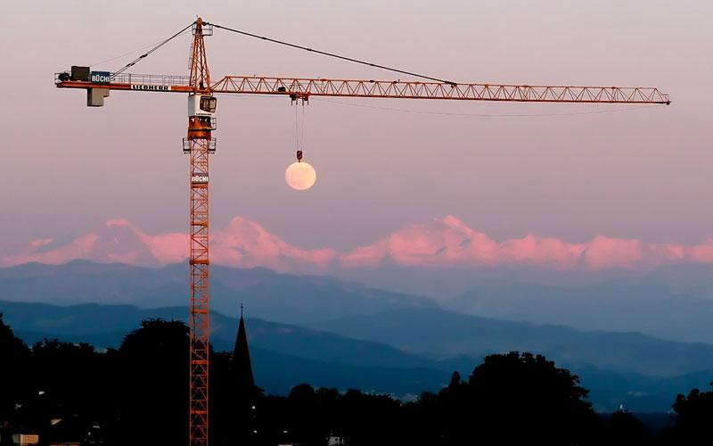 moon crane perfect timing