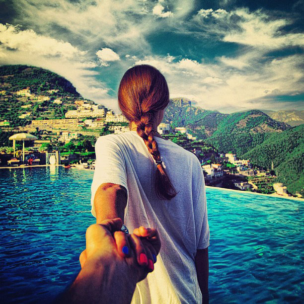 photographer follows girlfriend around the world holding hand photo series (11)