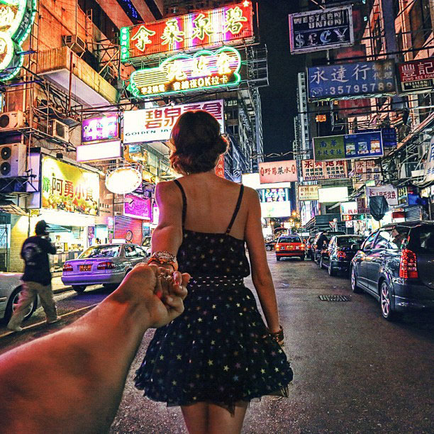 photographer follows girlfriend around the world holding hand photo series (6)