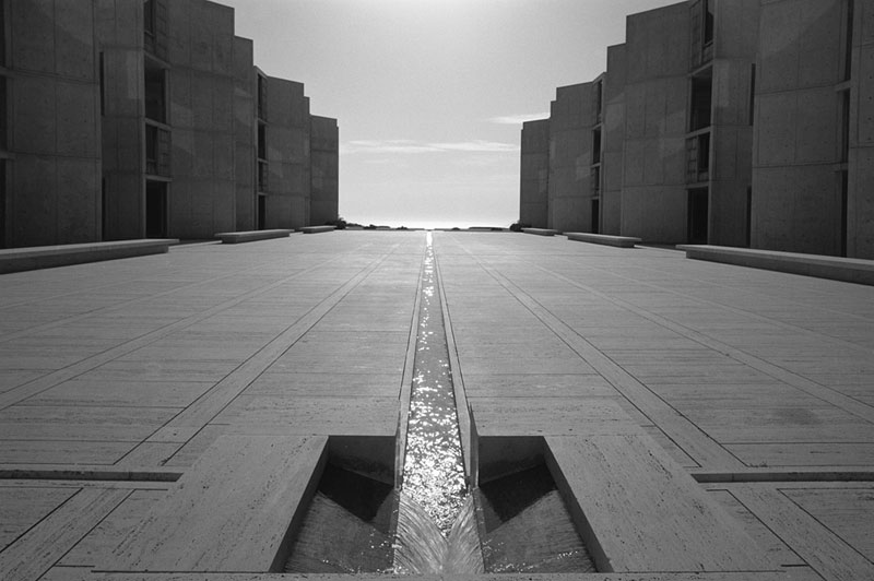 Salk-Institute-of-Biological-Research,-Louis-Kahn,-La-Jolla,-CA,-1977-ezra-stoller