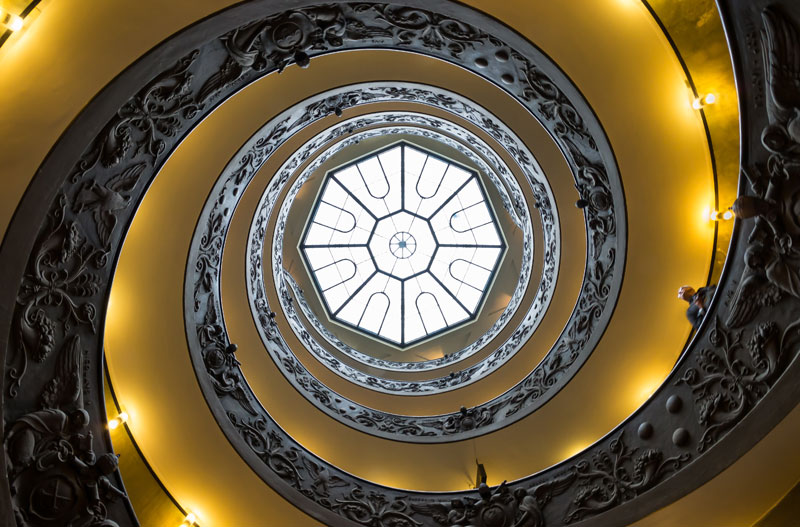 Vatican_Museums_Spiral_Staircase_Looking_Up_Giuseppe-Momo