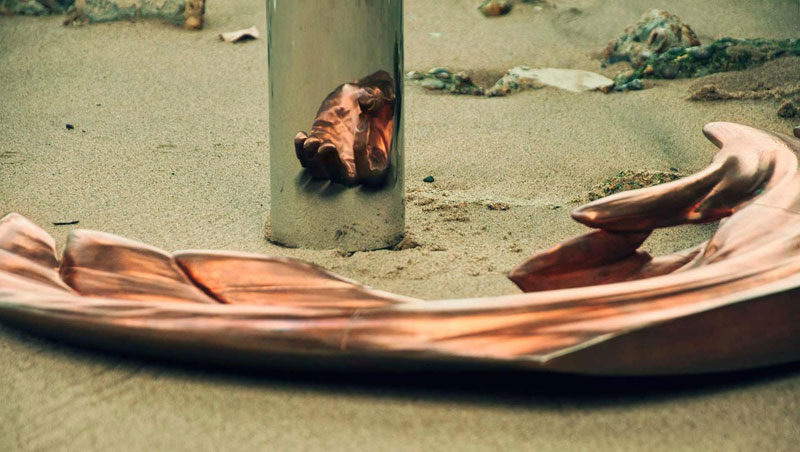 anamoprhic sculpture jonty hurwitz yogi credit crunch copper and chrome (1)