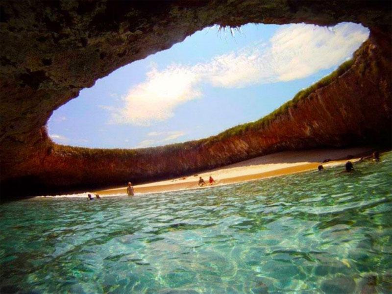Mexico's Hidden Beach at MarietaIslands