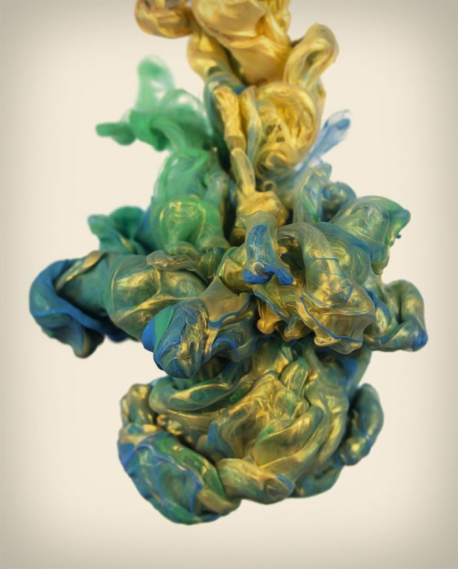 high speed photographs of ink in water alberto seveso 1 Exploding Light Bulbs Filled with Random Things
