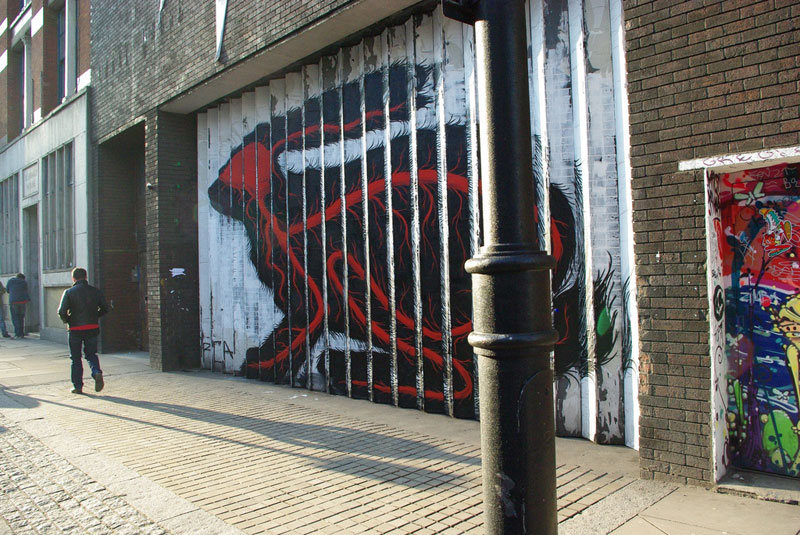 lenticular bunny rabbit street art by roa london 2009 (1)